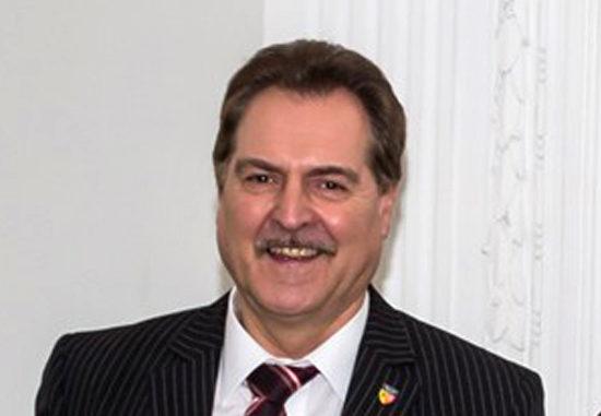 Dem BM von Übach-Palenberg, Wolfgang Jungnitsch, könnte das Lachen bald vergehen. Vermeintliche Zahlungen an den Journalisten Hartmut Urban könnten ihn das Bürgermeisteramt kosten. Die Staatsanwaltschaft Aachen ermittelt wegen möglicher Untreue.