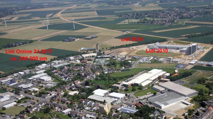 """Unser Luftbild zeigt die Bauarbeiten an der Schokoladenfabrik 2010. Das angrenzende Feld bei """"Gut Drienhausen"""" soll im kommenden Jahr Lidl-Online-24 beheimaten."""