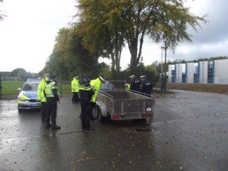 Polizisten bei der Kontrollaktion in Heinsberg-Karken.