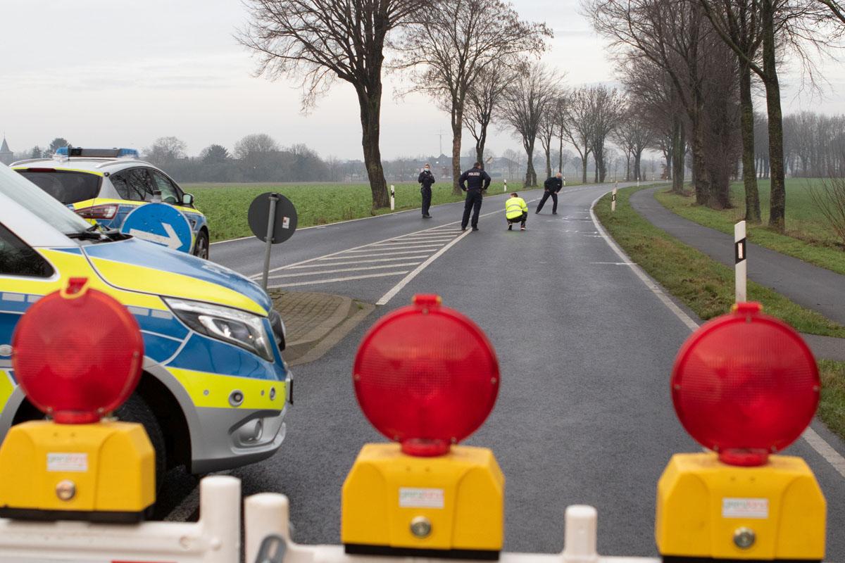 Unfall auf der K1 bei Tüddern höhe Gewerbegebiet,. Angehörige finden einen 18jährigen bei suche tot auf der Kreisstraße.